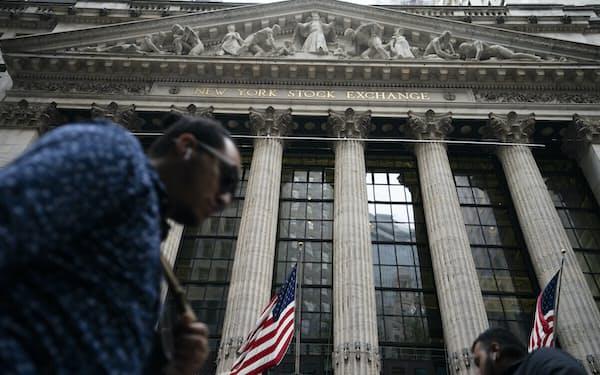 11日の米株式市場でダウ工業株30種平均は反発して始まった=AP