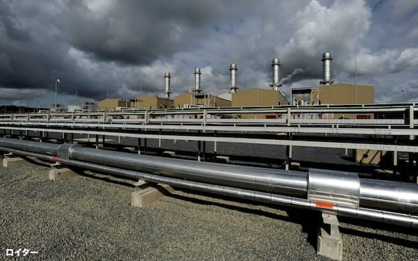 天然ガス価格の高騰で卸電力の値上がりも進んだ(英南西部ウェールズの天然ガス発電所)=ロイター