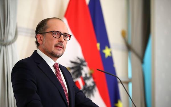 オーストリアの新首相に就任したシャレンベルク氏(11日、ウィーン)=ロイター