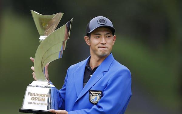 中島啓太は永野竜太郎とのプレーオフを制し、史上5人目のアマ優勝を果たした=共同