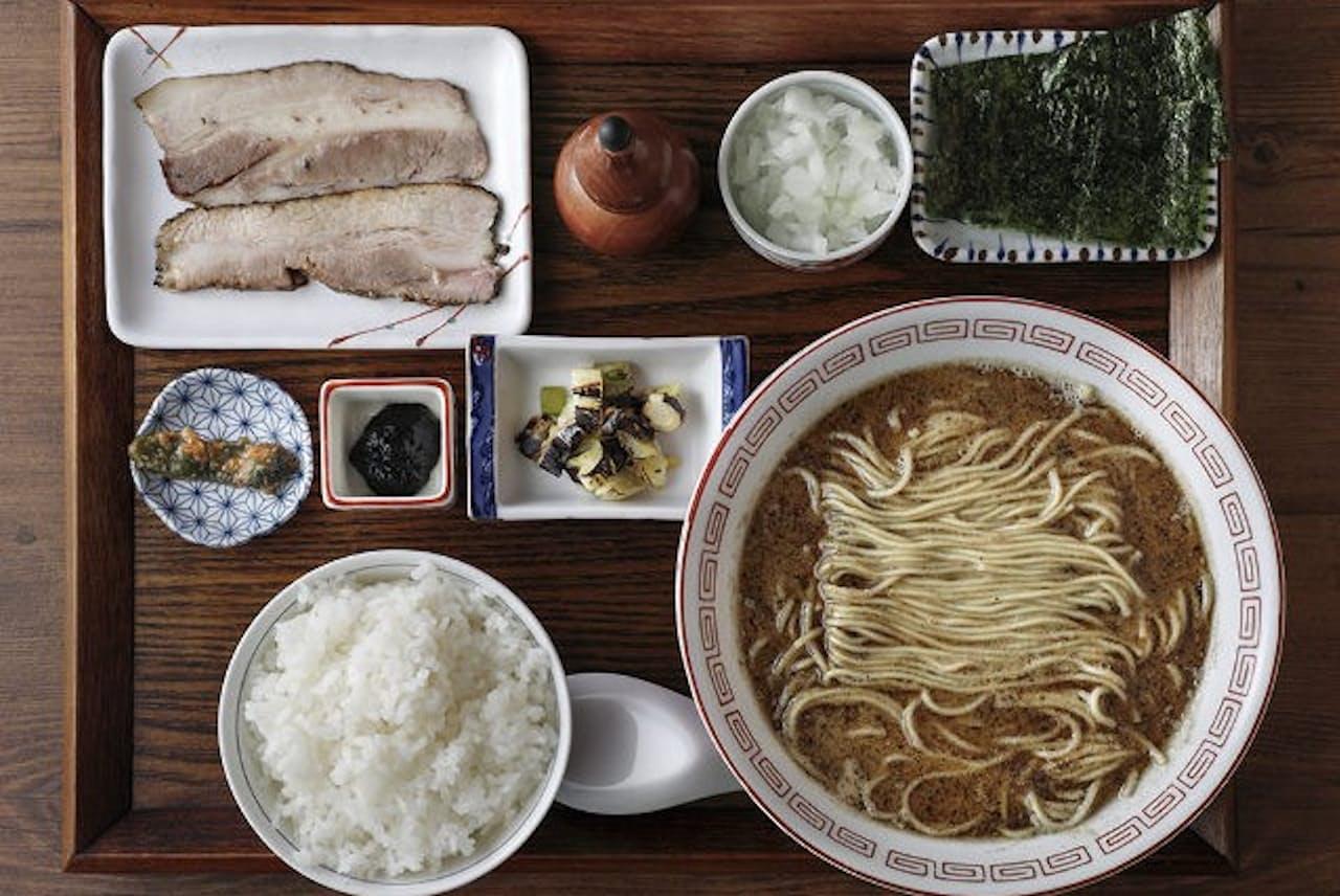 「奥倫道」の定食メニューの定番「炭火焼濃厚中華そば定食 鯖」