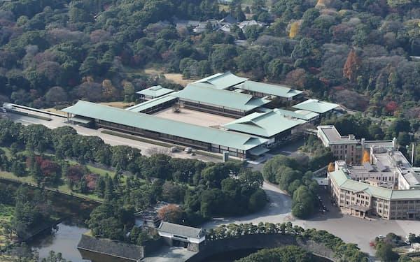 皇居・宮殿(右は宮内庁)