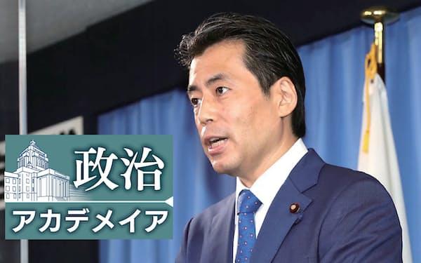 記者会見する自民党の福田達夫総務会長(1日、党本部)