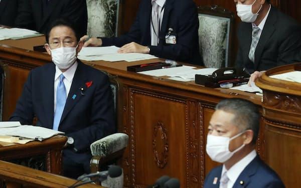 岸田首相への質問に立つ日本維新の会の馬場伸幸幹事長㊨(12日、衆院本会議)