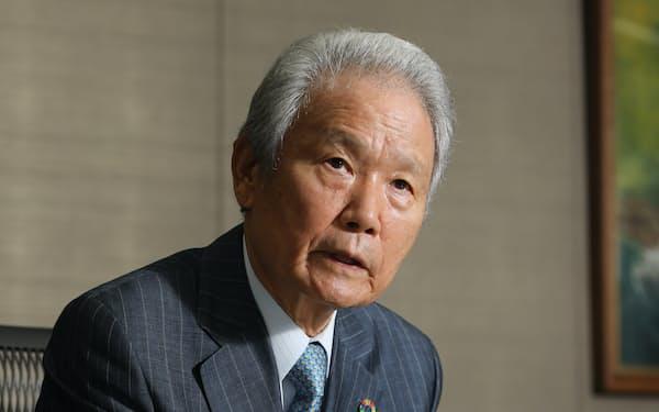 インタビューに応じる榊原定征・元経団連会長