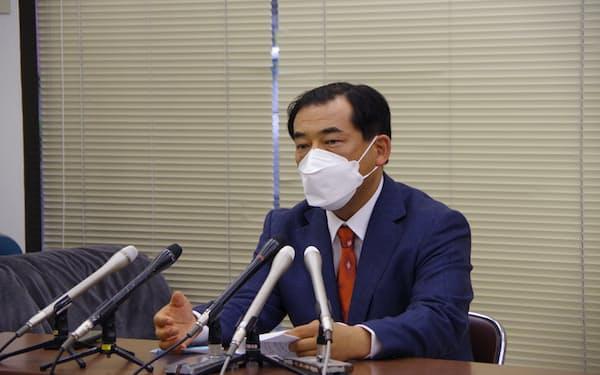 宮城県知事選に向けて政策を発表する長氏(12日、仙台市)