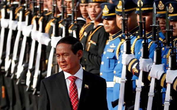 2018年、ミャンマー大統領としてバンコクを訪問したウィン・ミン氏=ロイター