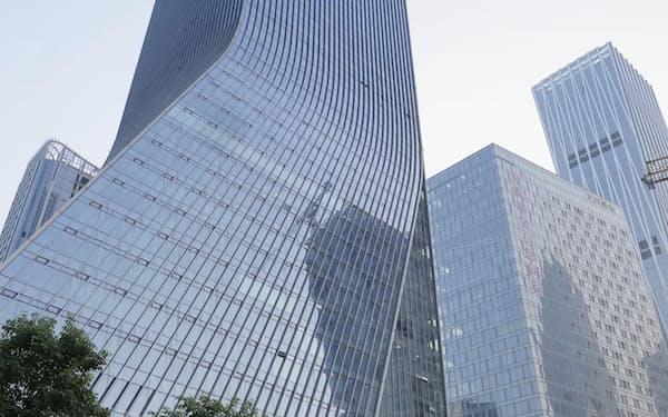 中国恒大集団の本社が入るビル(9月、中国広東省深圳市)=共同