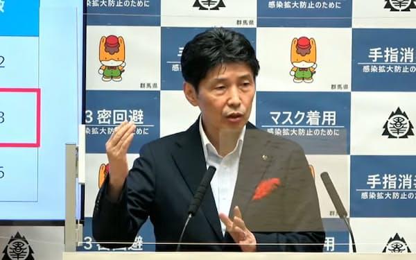 記者会見で魅力度ランキングを批判する群馬県の山本知事(12日、前橋市)