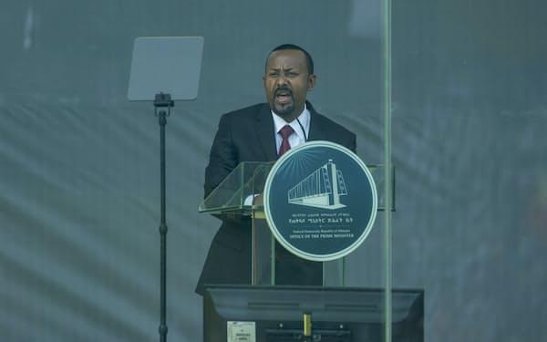 エチオピア連邦政府のアビー首相はTPLFへの強い姿勢を崩していない(4日、アディスアベバ)=AP
