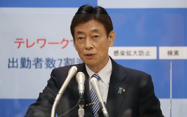 新型コロナウイルス対策本部長に就く西村康稔氏(8月、都内)