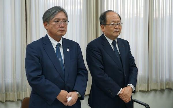 OKKの浜辺社長㊨と次期社長の森本佳秀氏(6日、兵庫県伊丹市)