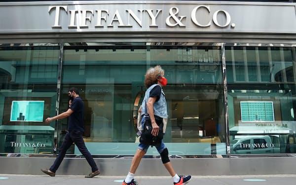 ティファニーの買収が業績拡大に貢献している(米ニューヨークの店舗)=ロイター