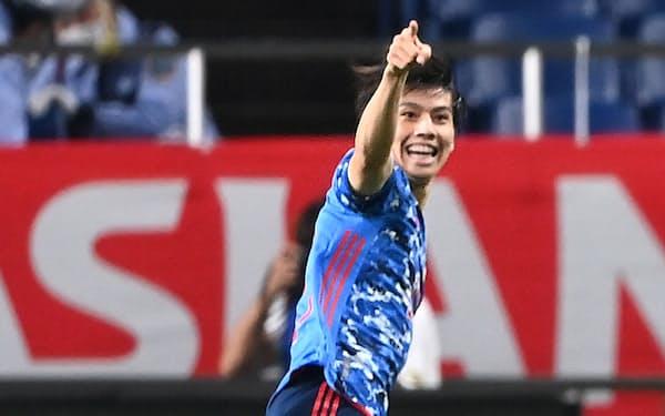 前半、先制点を決め、喜ぶ田中。日本はオーストラリアを2―1で下し2勝目をあげた