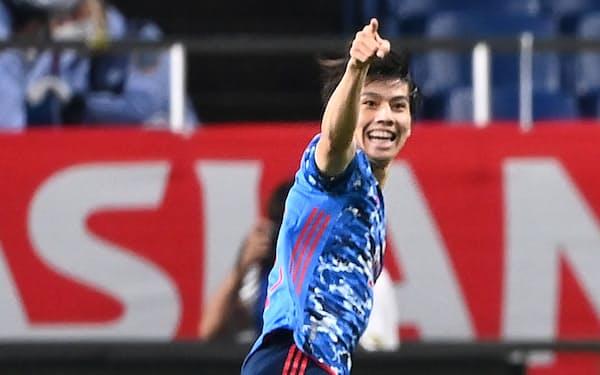 前半、先制点を決め、喜ぶ田中。日本はオーストラリアを2-1で下し2勝目をあげた