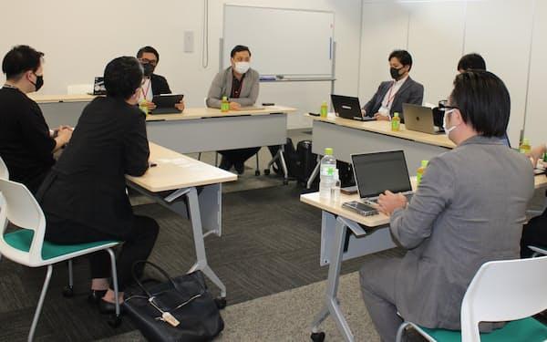 東京のIT技術者と大英産業との初顔合わせ(13日、北九州市)