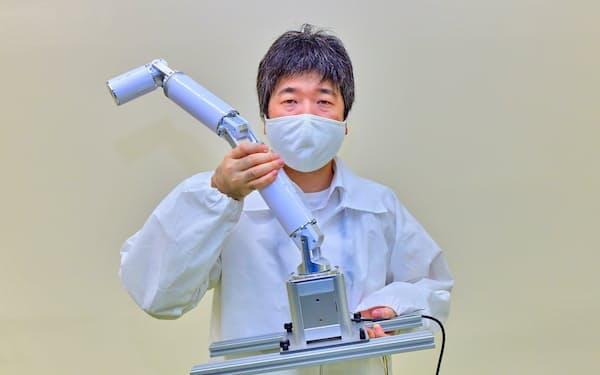 医薬品検査用ロボは卓上型の「フラミンゴ」をベースに開発する