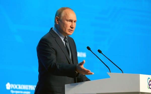 13日、モスクワで演説したロシアのプーチン大統領=ロイター