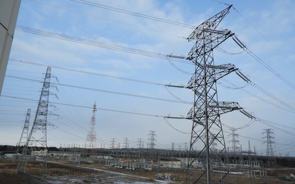 大手電力3社の12月の電気料金は11月に比べて約2%上昇する見通し