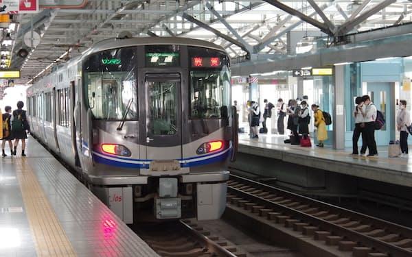 JR北陸線は新幹線開業後、福井県の並行在来線会社に引き継がれる(福井駅)