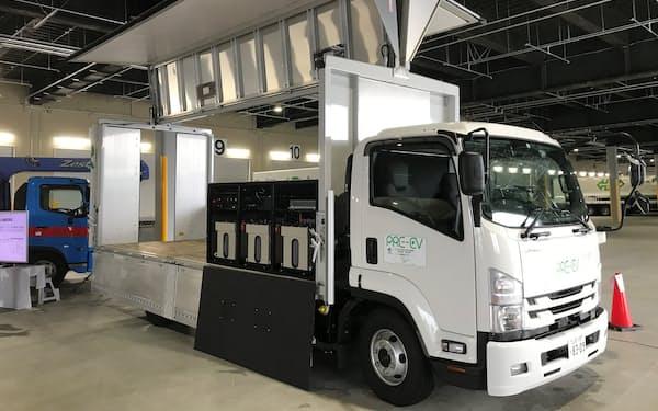 サニックスが開発したEVトラック(実用化時は荷台に積んだ蓄電池などは荷台の下に収める)