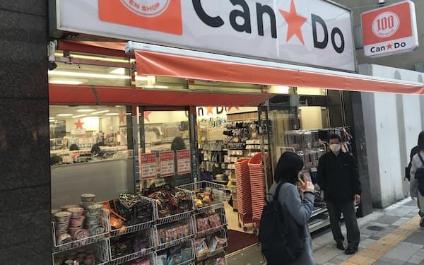 イオンは低価格の商品開発力を取り込む(キャンドゥの都内の店舗)