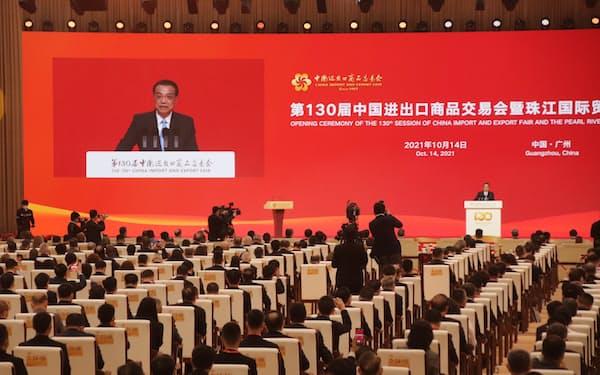 「中国輸出入商品交易会(広州交易会)」の開幕式で講演する李克強首相(14日、広東省広州市)