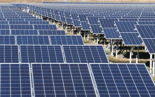 再生可能エネルギーの買い取り価格は欧州などに比べて高く、家庭の電気代に上乗せされている