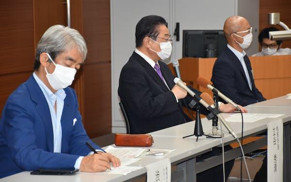 相馬市の立谷市長(左から2人目)は3回目のワクチン接種を進める考えを示した(市役所)