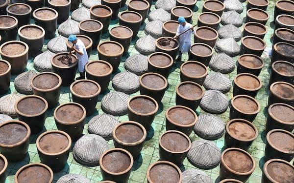 しょうゆの原料となる大豆の収穫作業は停電の影響で混乱しており、製品価格の上昇圧力が強まりそうだ=ロイター