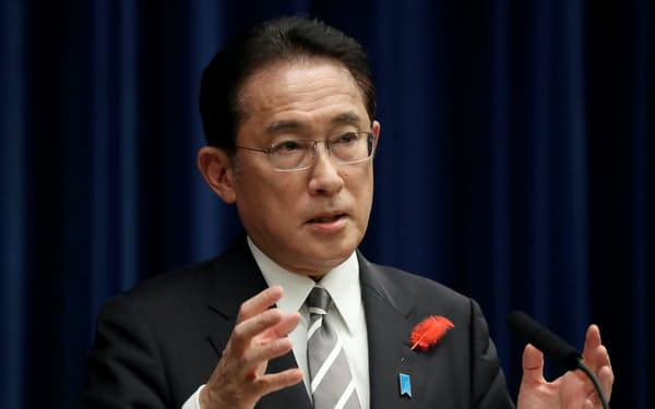 衆院が解散され、記者会見する岸田首相(14日、首相官邸)