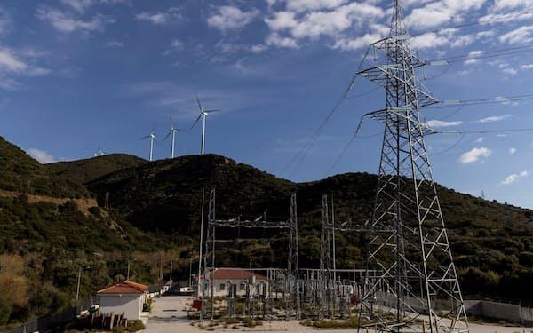 アフリカの再生エネが欧州の電力不足を補う(ギリシャの風力発電設備)=ロイター
