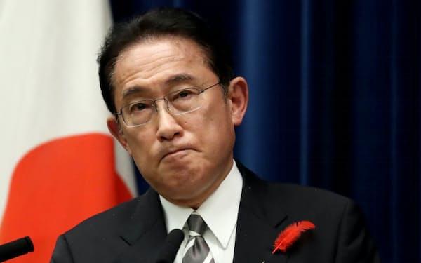 衆議院が解散され、記者会見する岸田首相(14日、首相官邸)