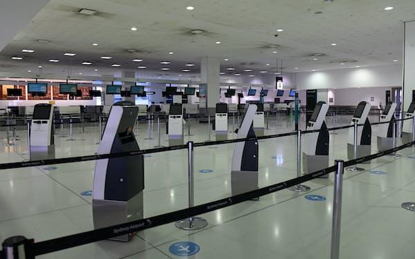NSW州は帰国者の隔離を撤廃する(15日、シドニー空港)=AAP