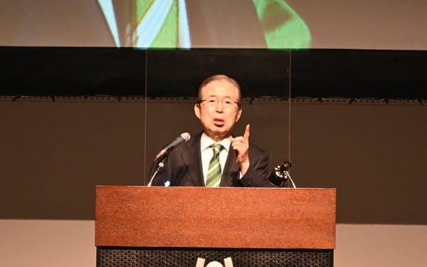 西日本経済同友会の懇談会で講演する永守氏(15日、京都市)