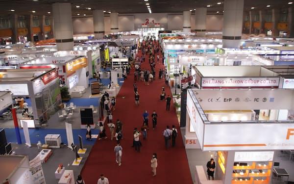 「広州交易会」は2年ぶりに現場で開催した(15日、広東省広州市)