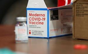 米当局が、モデルナ製のワクチンについて12~17歳向けの承認を延期する方針が報じられた=ロイター