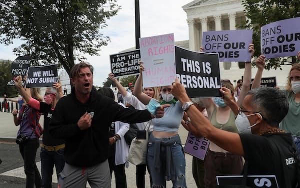 米連邦最高裁は米世論を二分する重要案件を審理している=ロイター