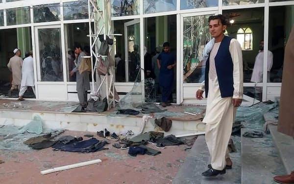 爆発があったイスラム教シーア派のモスク(15日、アフガニスタン・カンダハル)=UPI・共同