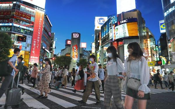 出歩く人は増えたが、コロナ前のにぎわいにはまだ届かない(東京・渋谷)