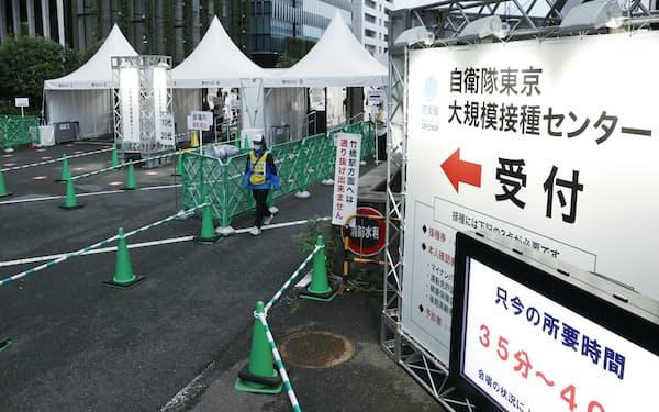 訪れる人がまばらな新型コロナウイルスワクチンの大規模接種センター(16日、東京・大手町)