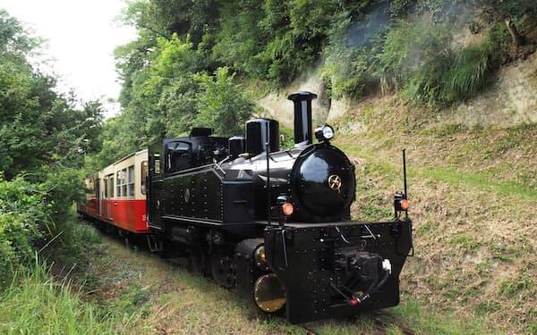 房総半島の里山をのんびり走る小湊鉄道のトロッコ列車