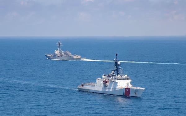 米軍艦などは頻繁に台湾海峡を航行している=ロイター