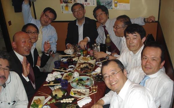 開成中・高時代の友人と。会社がギリギリの時も欠かさなかった(左奥から2番目が川島氏)
