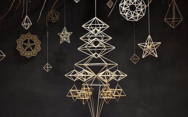 多彩な幾何学模様が並ぶ大岡さんのヒンメリ作品