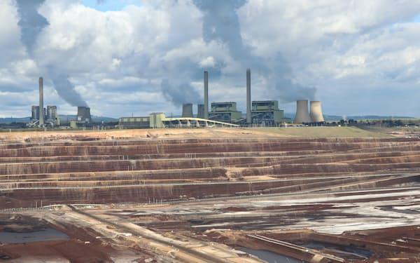 豪州は電源構成に占める石炭の割合が55%だ(炭鉱と石炭火力発電所)
