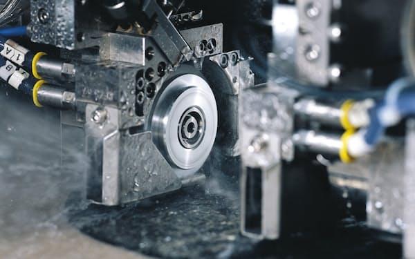 ディスコは加工装置の引き合いが堅調だ(ディスコのR&Dセンター内)
