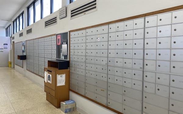郵便局には、3400もの私書箱が並ぶ(10月、バミューダ・ハミルトン)