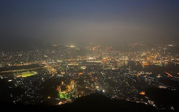 稲佐山(長崎市)の展望スポットから眺める長崎市の夜景