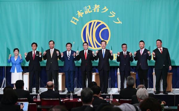 党首討論会に臨む与野党9党首(18日、東京都千代田区)